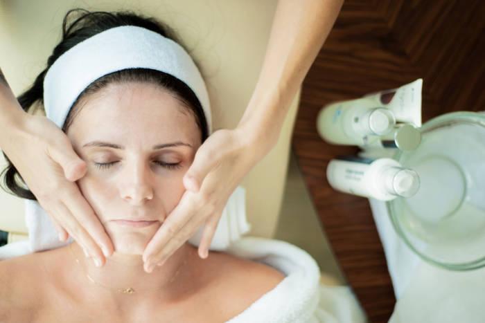 Kompleksowe zabiegi na twarz z masażem
